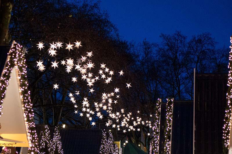 Sternenhimmel auf dem Weihnachtsmarkt